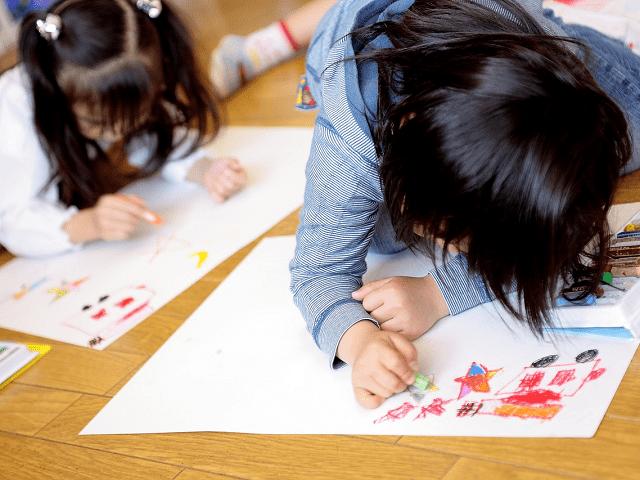 保育園や幼稚園、学校で作った作品を持ち帰ったらどうしますか?
